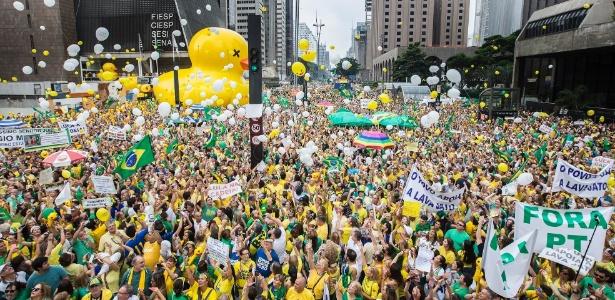 13mar2016-manifestantes-soltam-bexigas-durante-ato-contra-o-governo-dilma-rousseff-na-avenida-paulista-regiao-central-de-sao-paulo-protestos-contra-dilma-acontecem-em-varios-estados-e-pedem-o-145789